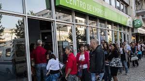 fila de desempregados