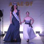 Um dos destaques da noite foi a presença da Miss Mundo, a indiana Manushi Chhillar, que desfilou com Maria Clara. Foto: Toninho Tavares/Agência Brasília
